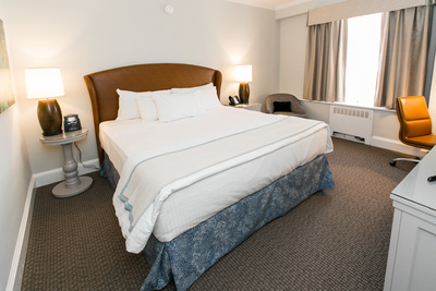 Premier King Suite- Easton Hotel